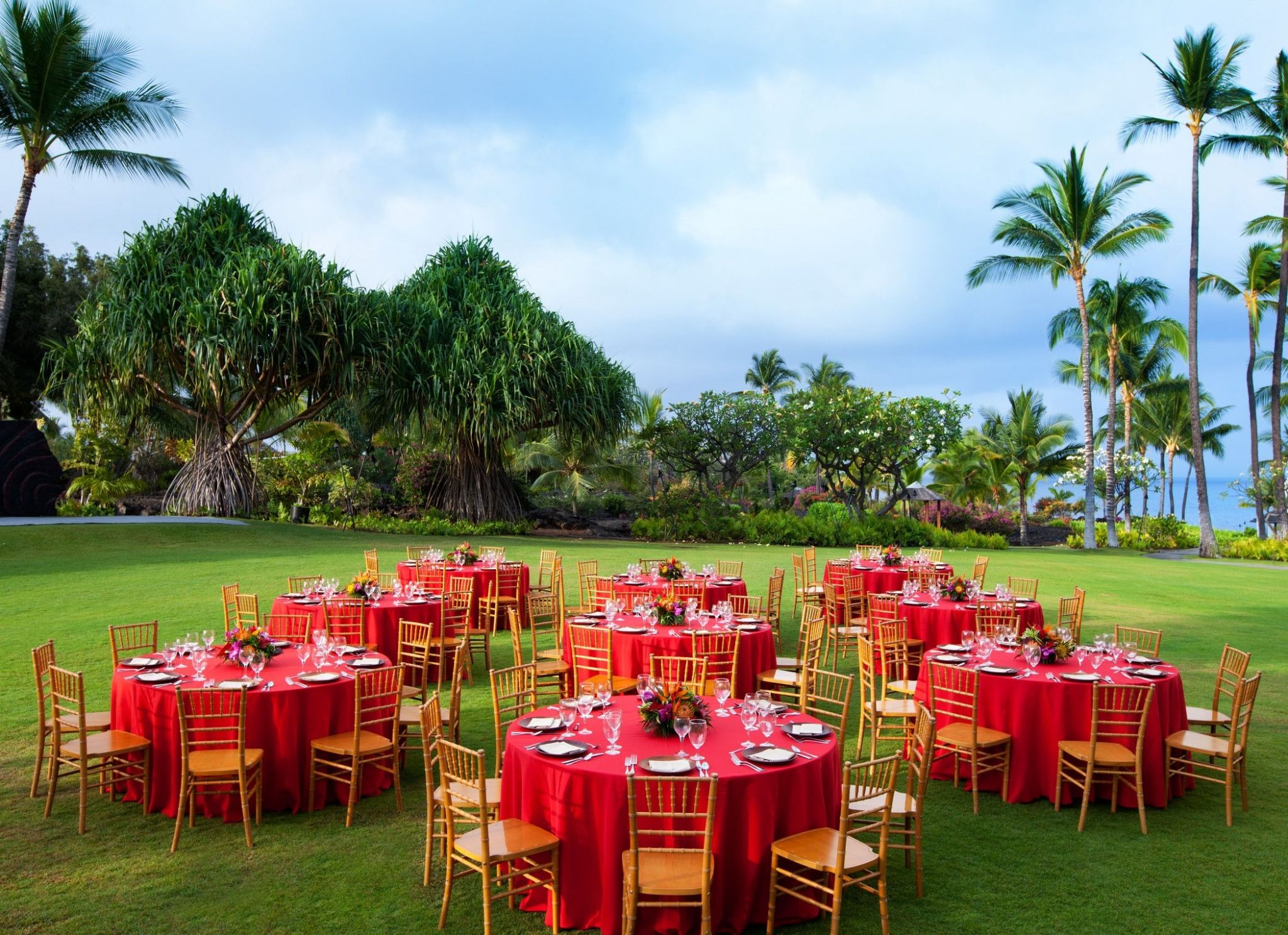 Kona Oceanfront Wedding Resorts - Hawaii Lawn