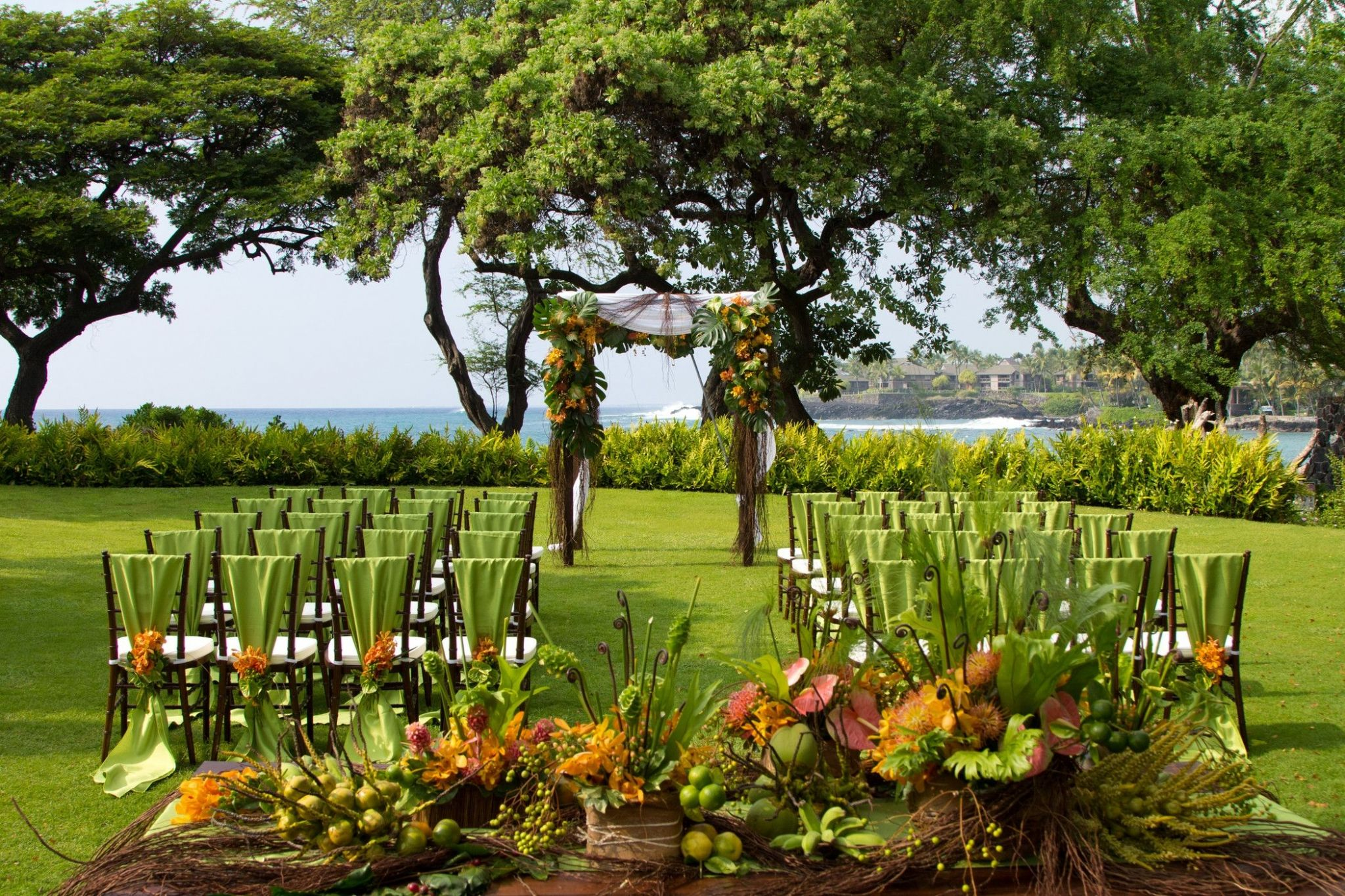 Kona Oceanfront Wedding Resorts - Bayside Lawn